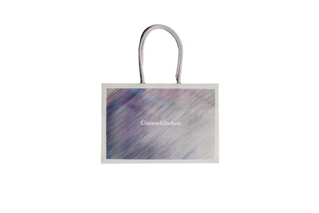 < Cosme Kitchen > ショッピングバッグ、ギフトボックスが、さらにサステナブルなデザインにリニューアル!